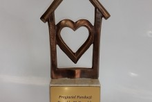 statuetka przyjaciel fundacji ronalda mcdonalda attic centrum budowlane